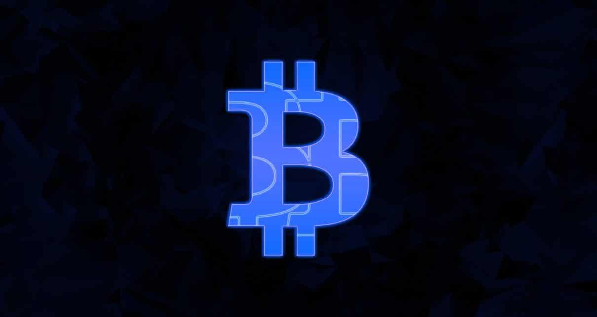 Цена на биткоины выросла на 10% до $ 5,6 тыс.