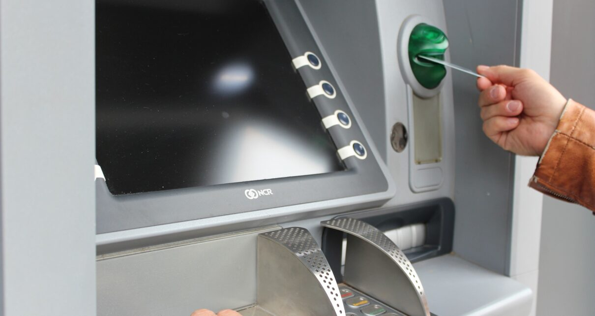 Сейчас в мире насчитывается более 8000 банкоматов Bitcoin