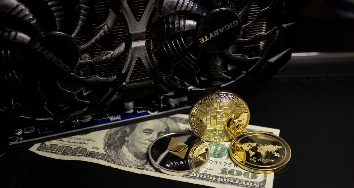 Акции майнинга биткоинов превзошли BTC на 455%