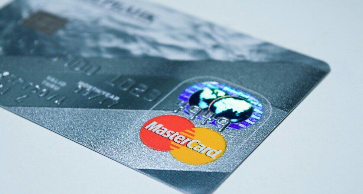 Последнее партнерство Mastercard с целью помочь банкам распространять криптокарты